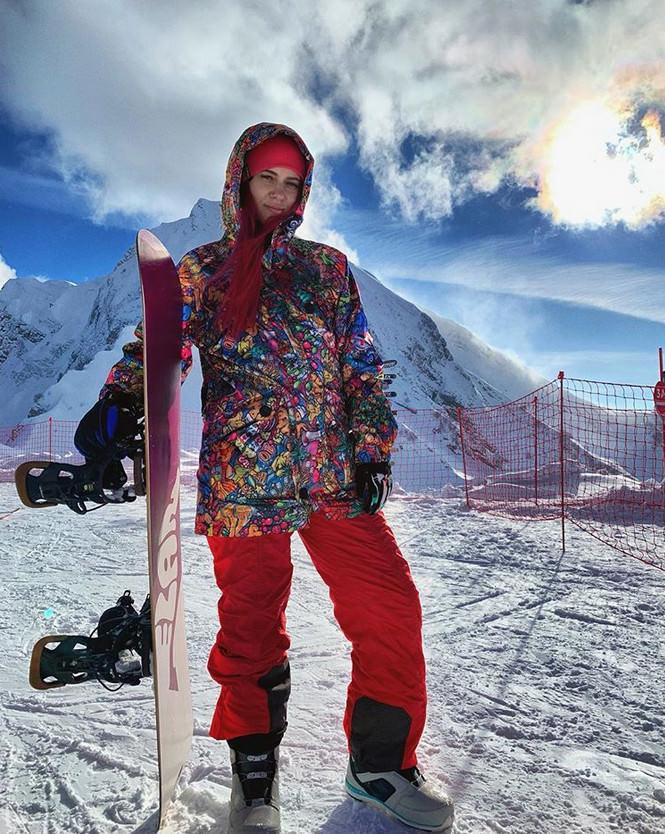 Liliya Novikova beim Snowboarden
