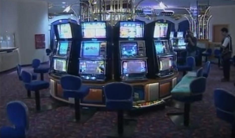 Spielautomaten im Inneren des Casinos