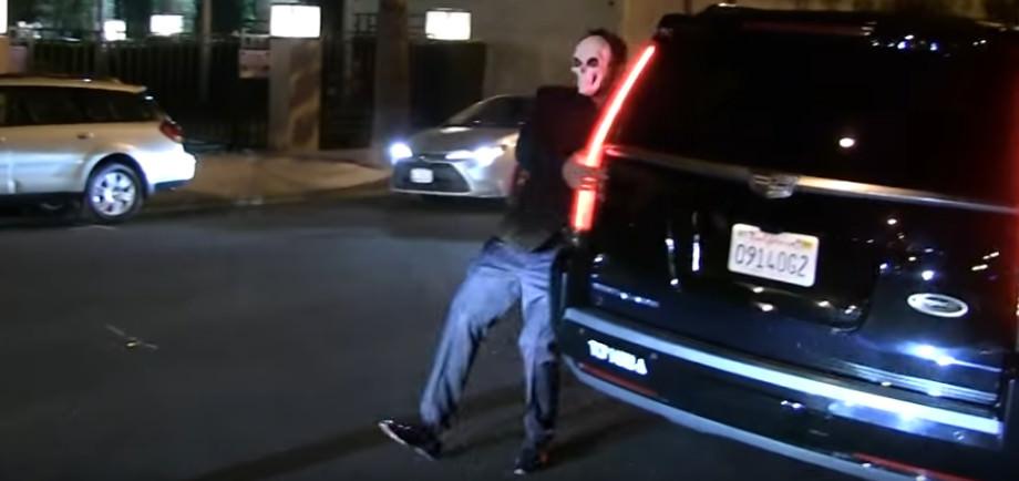 Ben Affleck schwankt auf der Straße