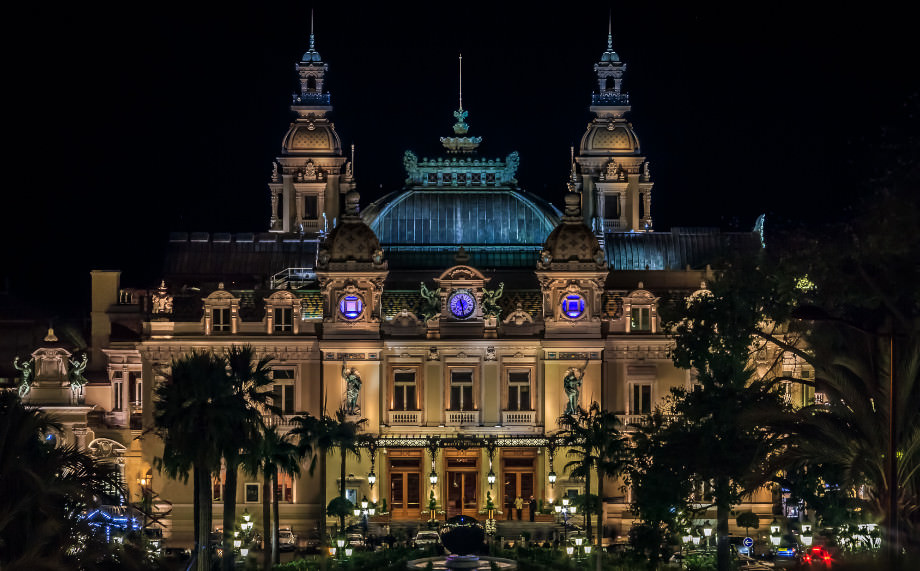 Die Spielbank Monte-Carlo bei Nacht