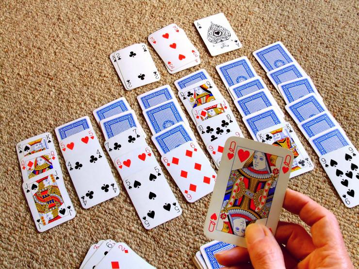 Tag des Kartenspiels 2019: Patience oder Solitaire im Online Casino getestet