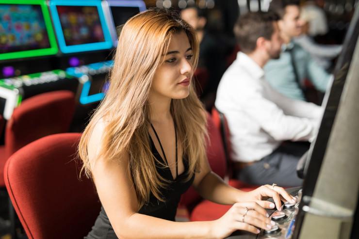 Gender-Unterschiede beim Glücksspiel: Spielverhalten von Frauen & Männern