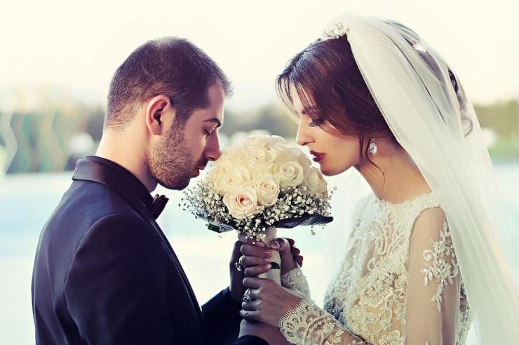 Hochzeitsplanerin betrügt 24 Paare und verspielt Geld