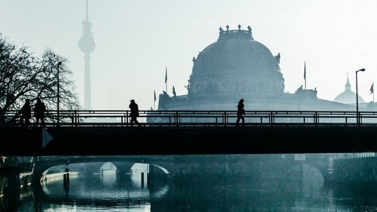 Berlin - Razzien gegen unerlaubte Pokerrunden