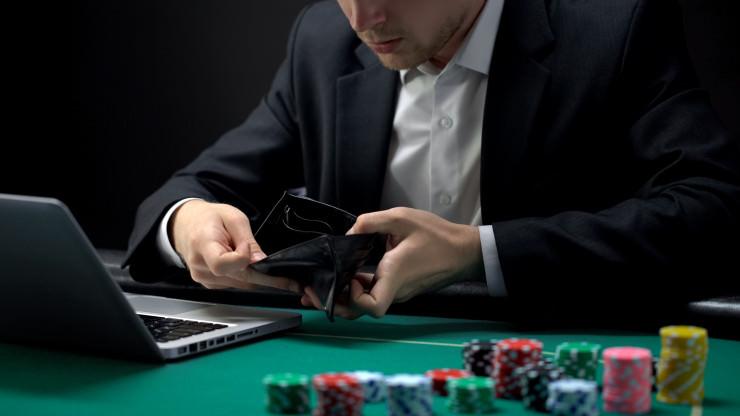 Spielsüchtiger Rezeptionist unterschlug 535.000 Euro für Casinobesuche