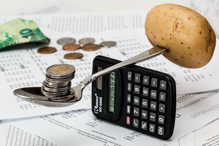 Studie: Wie viele Deutsche geben monatlich Geld für Glücksspiele aus?