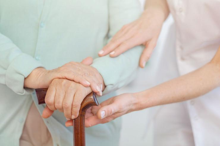 Krankenschwester betrügt Kollegin um 100.000€ für Glücksspiel-Einsätze